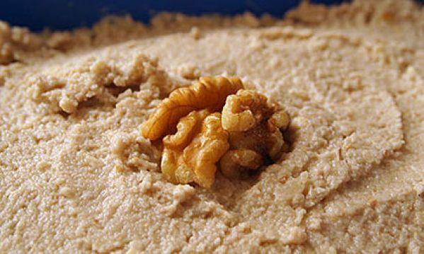 Συνταγή για σκορδαλιά με ψωμί και καρύδια