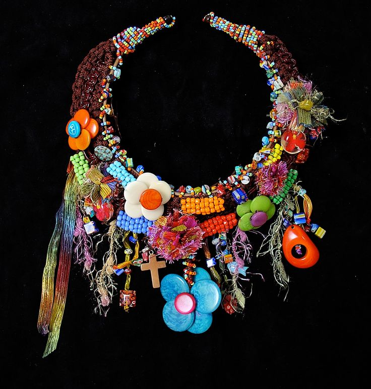 One of my Curiepe's collection piece, inspired on the indigenous cultures of Latin America. To see more of my jewelry visit my website! #fashion #necklace #fashionstatement #oneofakind #unique #jewelry #Venezuela #Colombia #accessories #ethnic #flowers