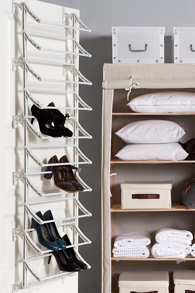 för ca 20 par skor. Metallrör med sidor av plast. Kan hängas på dörr eller fästas på väggen. Bredd 52 cm. Höjd 160 cm. Djup 19 cm. Lev. omonterad.
