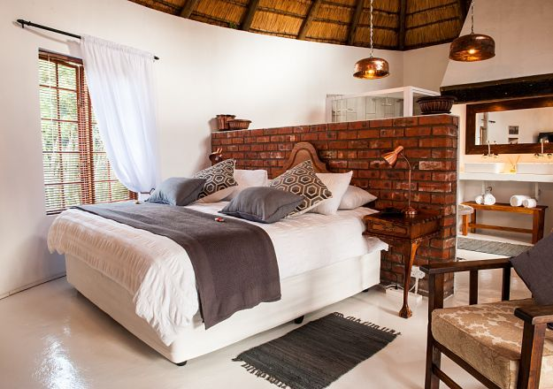 Now that's a bedroom we would like to book for a weekend! Chekc out De Witte Huis on TravelGround and make your booking now!