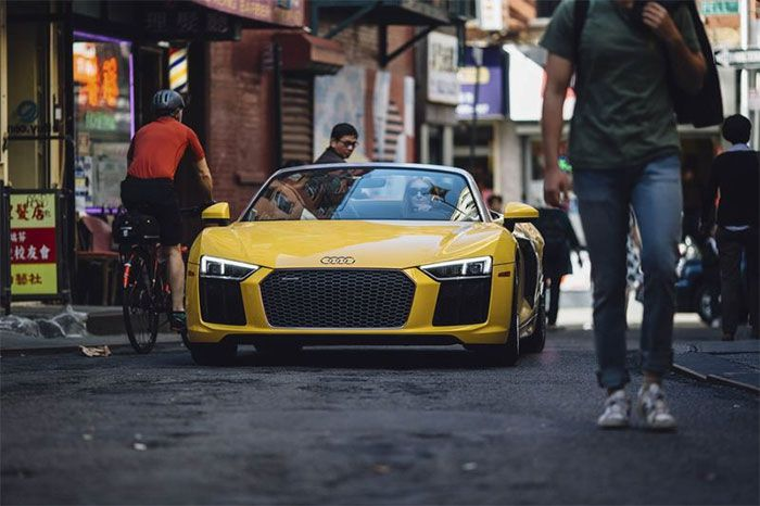Priced at $175,000, the 2018 Audi R8 Spyder has a drop dead gorgeous and mesmerizing appearance, so much so that onlookers would trip over while walking and gazing at this marvelous piece of engineering.
