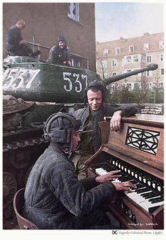 Великая Отечественная Война в цвете (В век цифровых технологий стало возможным оживить старые черно-белые фотографии, придать им цвет)