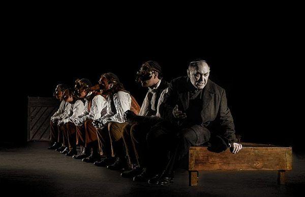 En julio se celebra un año más el reconocido Festival Internacional de Teatro Clásico de Almagro: http://www.guiarte.com/noticias/teatro-almagro-2015.html