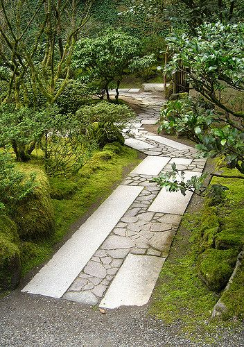 Love the combination of cut and random materials in this #flagstone #walkway | Loren Madsen on Flickr