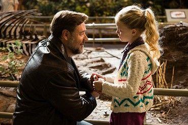 Jack Davis (Russell Crowe) se musí po tragické smrti své manželky sám postarat o jejich pětiletou dcerku Katie (Kylie Rogers). Jack je slavný spisovatel, držitel Pulitzerovy ceny, který trpí depresemi a duševní poruchou. Po smrti ženy svádí boj…