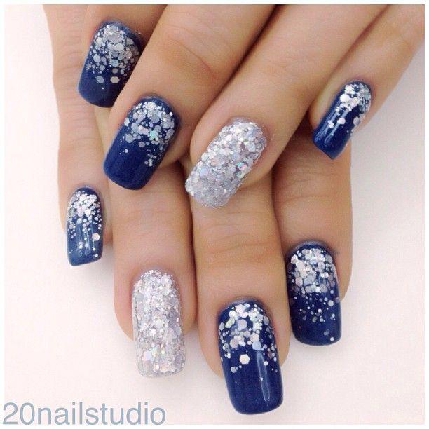 Nail art en azul, y gris