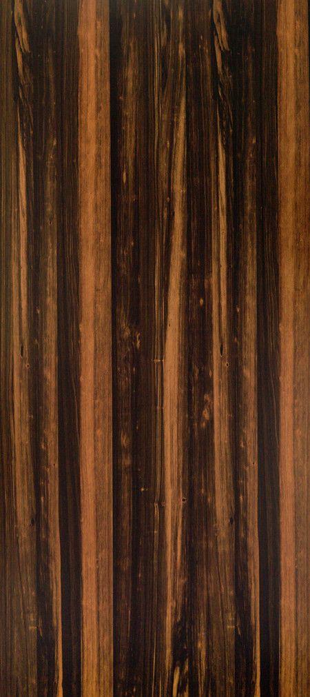 Shinnoki is een uniek fineerproduct. Het is een combinatie van fineer met het gemak van een melamine plaat. De toplaag is gemaakt van fineerhout, dit wordt afgemaakt met een kern van MDF en een tegenfineer op de achterzijde voor de stabiliteit van de plaat. Net als een melamine plaat wordt deze kant-en-klaar geleverd. De Shinnoki panelen kunnen dus meteen worden toegepast zonder verdere verwerking. Deze variant, Shadow Massacar, is bij Stabilo Interieurbouw verkrijgbaar voor uw interieur.