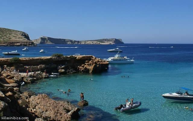 Cala Comte Beach - Ibiza, Spain - http://destinations-for-travelers.blogspot.com.br/2013/05/praia-cala-comte-ibiza-espanha.html #beaches #spain #ibiza #beach