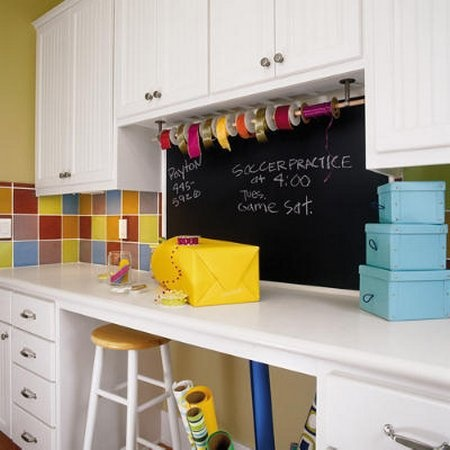 craft area in laundry room : Crafts Area, Crafts Rooms, Amazing Rooms, Crafts Spaces, Laundry Rooms, Chalkboards Ideas, White Cabinets, Chalkboards Wall, Craft Rooms