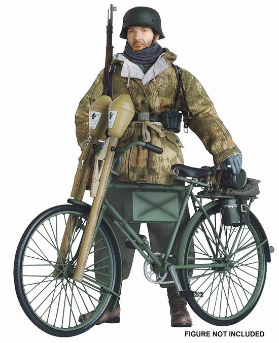 Vehículo contra carro alemán para los muy valientes. German Bicycle w/Panzerfaust