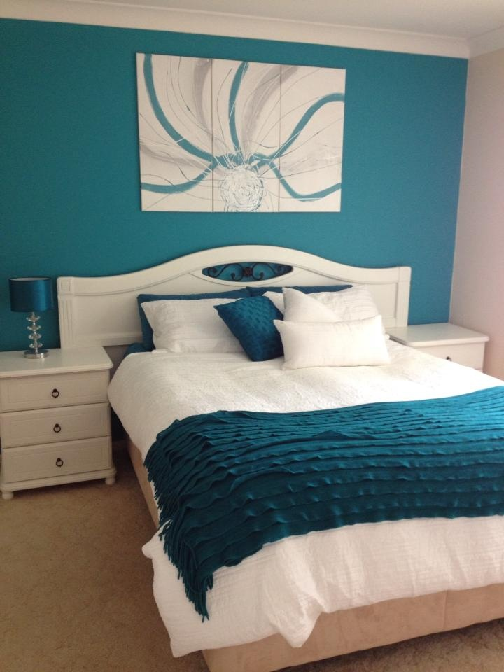 Lorraine Lea Linen's Taya white with Teal.  Nicole F found the perfect look to go with her teal walls and print.  You have great styling Nicole