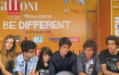 Il cast di Braccialetti Rossi al Giffoni Film Festival 2014 - Foto di gruppo per il cast di Braccialetti Rossi al Giffoni Film Festival
