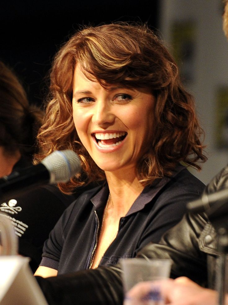 Lucy Lawless ...... Lawless was born in the Auckland suburb of Mount Albert in New Zealand, the daughter of Julie Ryan, a teacher, and Frank Ryan, who was a banker and Mount Albert mayor