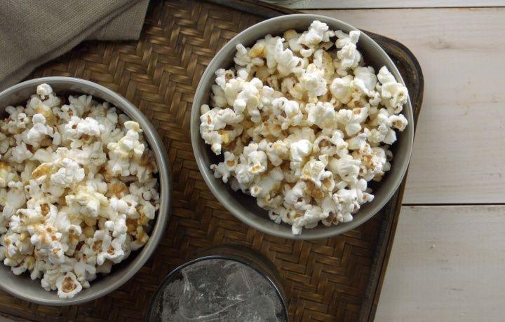 Maïs soufflé au caramel et à la levure nutritionnelle