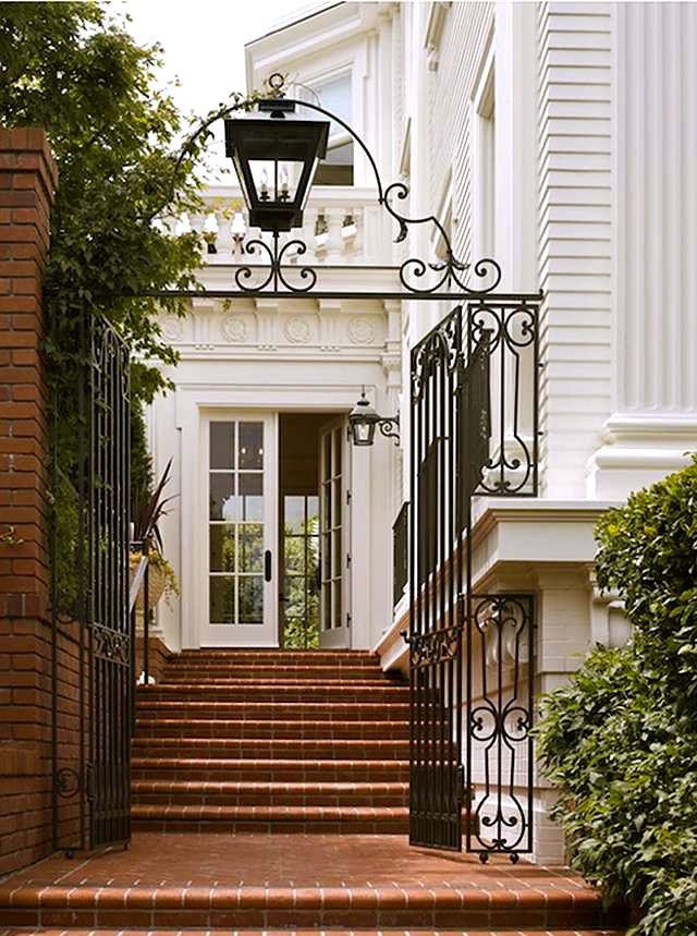 Esta belíssima casa com arquitetura neoclássica foi projetada em 1910, e apesar das reformas que sofreu, mantem sua estrutura clássica e elegante.