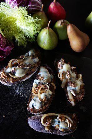 Great fall Recipe: Gorgonzola Walnut Crostini with Pear Salad