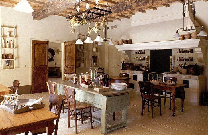 déco campagne cuisine- meubles relookés et plafond à la française