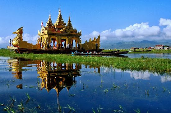 Myanmar Insider: Inle Lake - where People live on the Water and where Shadows of Pollution grow