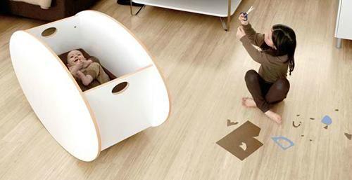 So-ro es la marca escandinava que ha diseñado estas mini cunas moisés de aspecto tan simple, moderno y de alta calidad. Se trata de un práctico modelo de cuna mecedora ideal para los primeros meses del bebé ya que gracias al suave balanceo permite que el bebé coja rápidamente el sueño. Pero la novedad principal …