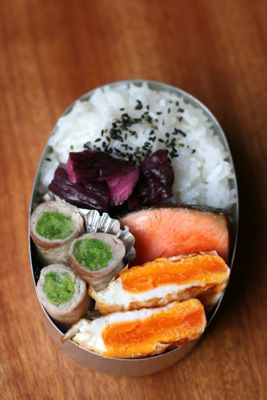 Japanese Bento Boxed Lunch with Pork Cabbage Roll, Grilled Salmon, Fried Egg, Shibazuke Cucumber Pickles|白菜の豚バラ巻き弁当 by yumix02