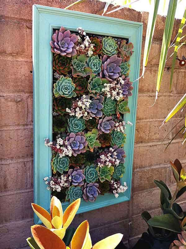 #DIY Garden Decoration from Old Picture Frame. Find more on http://sadtohappyproject.com/diy-reuse-repurpose-old-picture-frame/