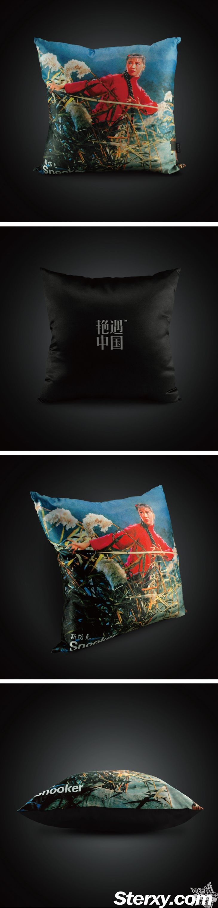The cushion cover features an Red Army Li Tiemei carrys a snooker cue as weapon to detect enemy in reed marsh. Injecting some humorous elements, this cushion cover will definitely stand out  in any interiors as home decro.