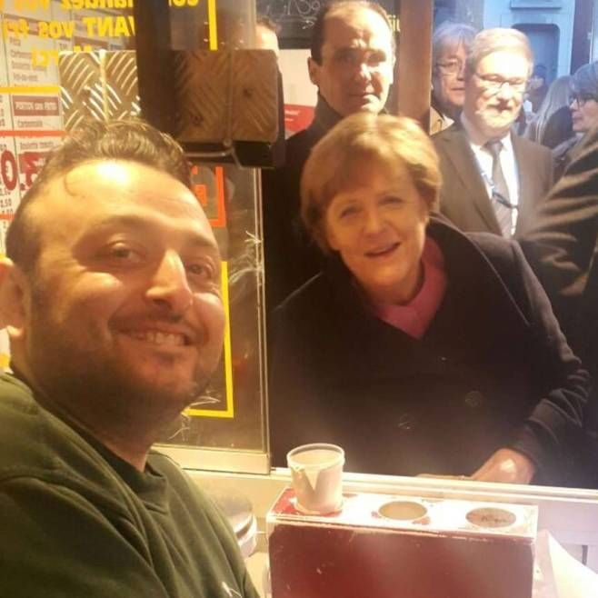 """Maison d'Antoine"": HIER mampft Merkel in der berühmtesten Pommesbude der Welt - #Merkel AlwaysTimeFor #selfies w/#men+moslems,ButNot w/#female #Christian #foreigner+Treated w/o dignity->(Christian)God angry+She IsSinceThen(Sep2015)Unlucky;D http://www.bild.de/politik/ausland/angela-merkel/merkel-und-die-beruehmteste-pommesbude-der-welt-44643206.bild.html    Have a great WE+be #fair TO ALL+NOT to some only,so that you will be #lucky+not like #Merkel,(Christan) #God damned/verhext lol"
