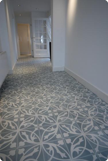 Fell in love with this floor. Handmade Portuguese tiles from Castelo. Werd verliefd op deze vloer. Handgemaakte tegels van Castelo.