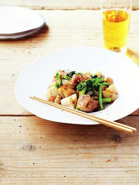 【ELLE a table】鶏肉、菜の花、れんこんのナムプラー蒸しレシピ|エル・オンライン