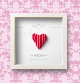"""Ein persönliches Geschenk nicht nur für Verliebte! Ein """"kleines Herz voller Liebe"""" mit persönlicher Widmung nach Wunsch hinter Glas.  Mehr Ideen rund um Hochzeits-Geschenke gibt's hier: http://bit.ly/1m5rG2d  #Hochzeit #wedding #Braut #Bräutigam #Geschenkideen #Hochzeitsideen"""