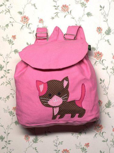 Ukuran : Panjang 30 cm, Lebar 26 cm Panjang tali : 70 cm Bahan : Kanvas Mode : Backpack Aplikasi : Kucing   Foto Koleksi Tas Cantik - From http://pasutri.us/ladyfem.html