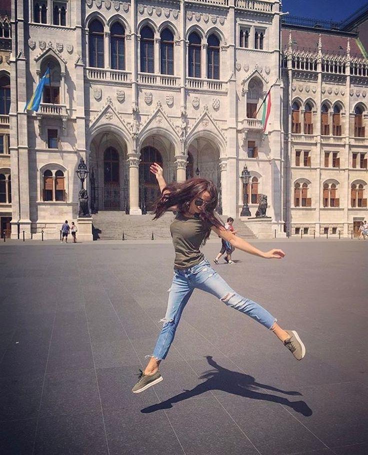 Жгите свечи. Пейте вино. Ешьте вкусную еду. Не копите хлам. Носите нарядное белье и никогда... НИКОГДА не ждите особого случая. ��������♀️ #отсчетпошел#венгрия#будапешт#ясоскучилась#путешествиеначинается#travel#traveller#ilovetravel#счастьеесть#егонеможетнебыть#happyness http://tipsrazzi.com/ipost/1515967327144607828/?code=BUJzECJjYBU