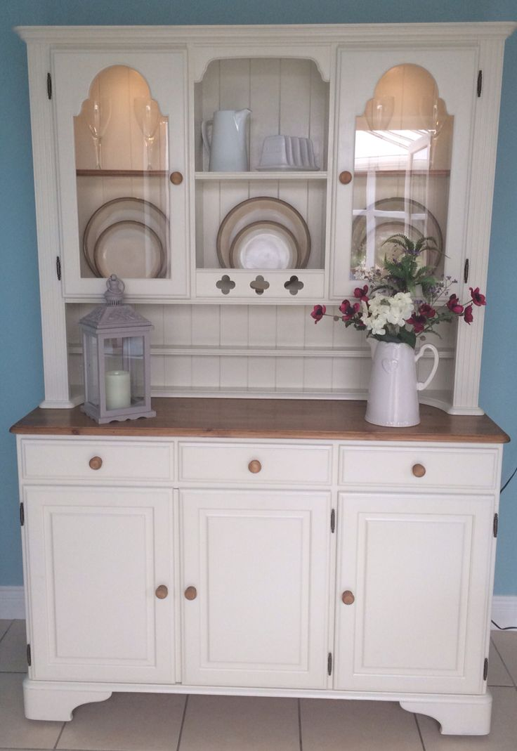 A beautiful ducal Welsh dresser. Finished with Farrow & Ball 'clunch'- a lovely soft white.