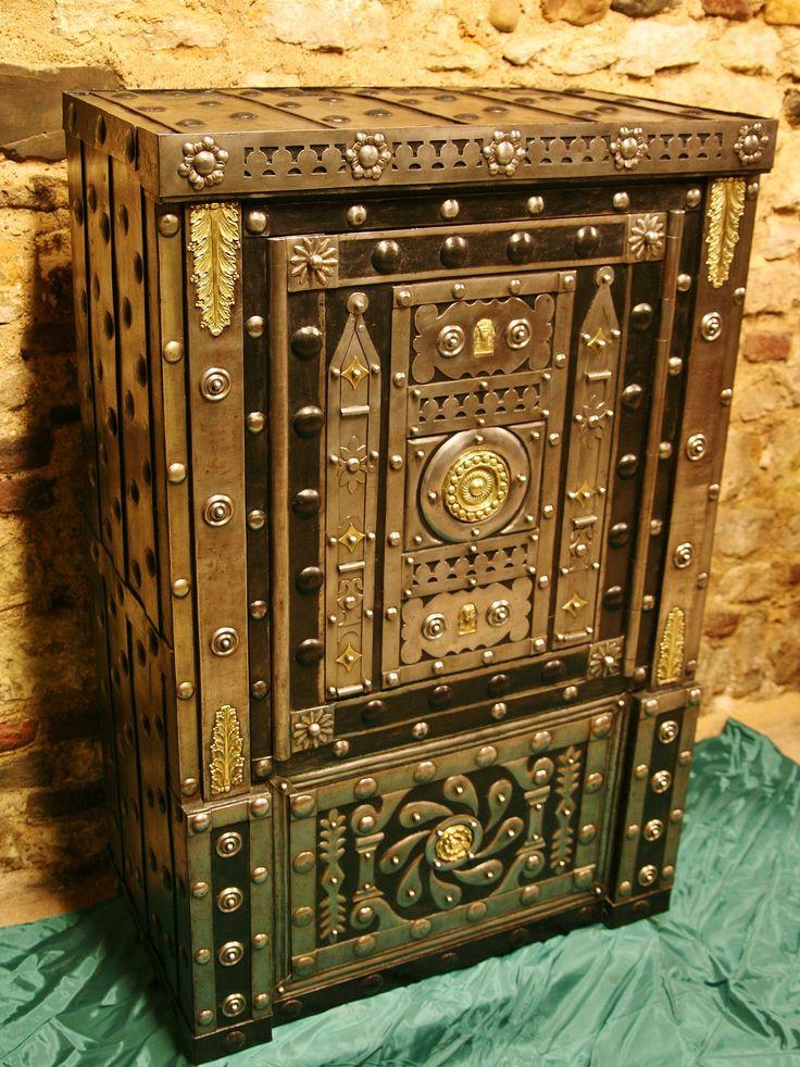 An awesome gem, this antique safe from the former Duchy of Savoia in North Italy, built by a master-smith Late 18th century.