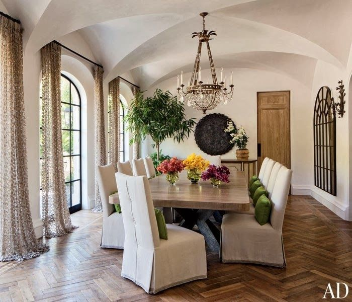 CHIC COASTAL LIVING: Gisele Bundchen and Tom Brady's Los Angeles Home dining room
