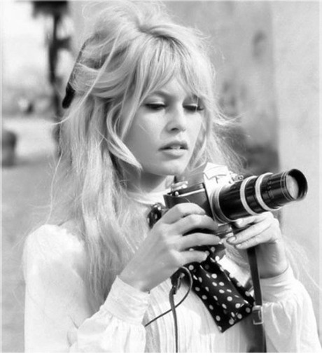 A stunning Brigitte Bardot, the only person who can get away with looking like a tourist #jetsettercurator