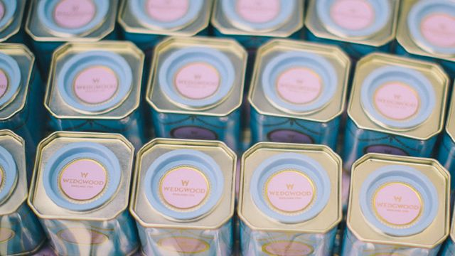 The couple gave bomboniere of Wedgwood tea caddies. Image: Cloudface Photography.