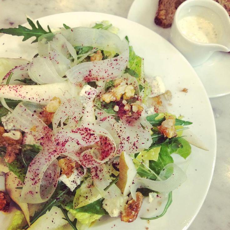 Nowe menu w dinette już jest #menuno21  Co zamówiliście jako pierwsze danie z nowego menu? Może sałatkę z serem kamiennogórskim?  https://www.facebook.com/bistrodinette