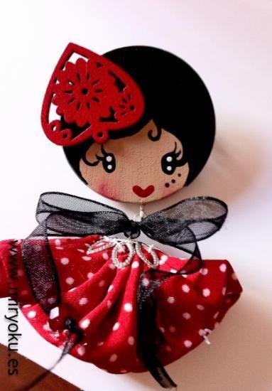 Collar muñeca madera flamenca