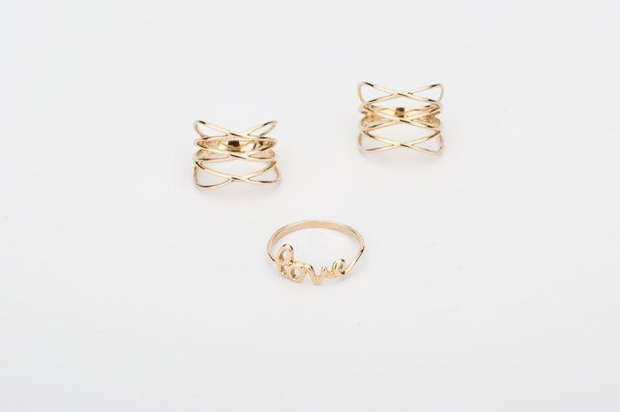 Modne podwójne i potrójne złote pierścionki. Złoty pierścionek z napisem LOVE idealny na prezent na walentynki.  http://blog.kingy.pl/bizuteria/item/36-szaro-bialo-zlota-randka-z-kingy