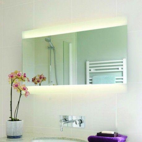 Ce miroir avec lumière intégrée est l'objet indispensable à placer dans votre salle de bain. Un objet 2-en-1 qui joue ses deux rôles à la perfection.