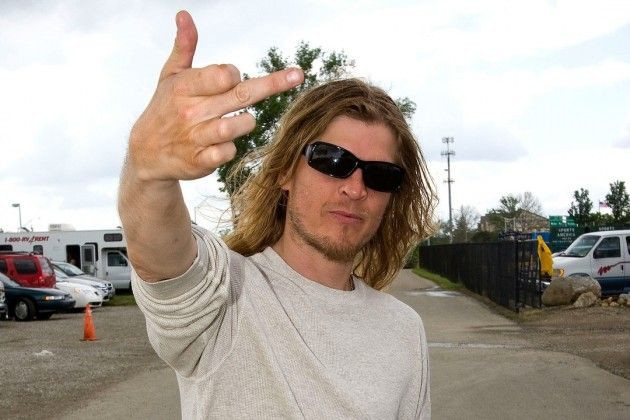 Puddle of Mudd's Wes Scantlin Smashes Gear Onstage + Walks Out on Fans Mid-Performance