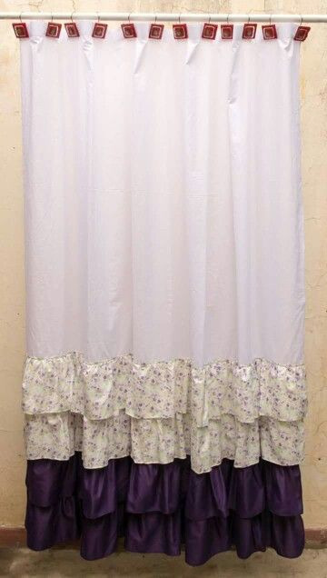 Cortina para baño blanca en combinación con violeta  Shower curtain