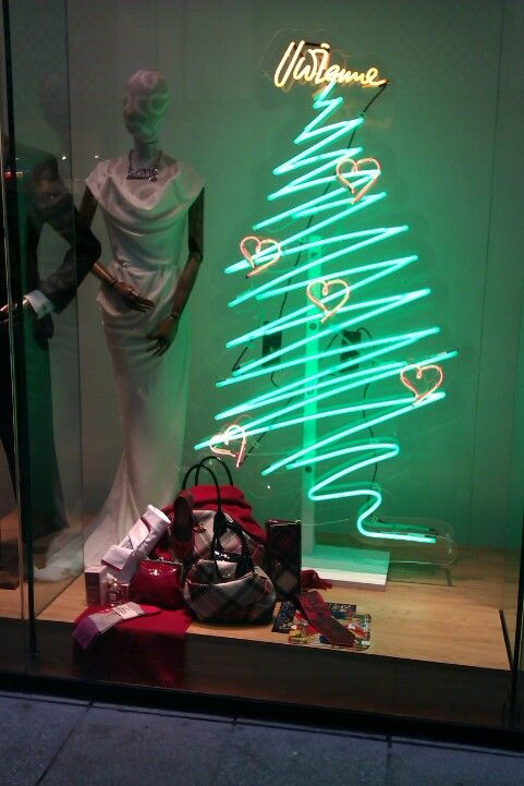 Vivienne Westwood Christmas window~~~omg. Does that light still exist??? I want it!!!!