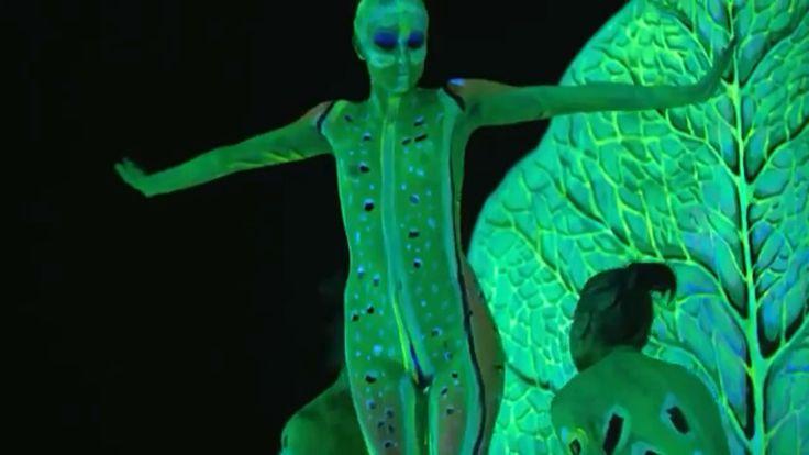 UV #Frog, #Bodypainting with 5 #models by Johannes Stoetter, full videos: http://youtu.be/ElJS0WG-jBU #wbproduction