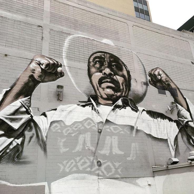 """""""Ánimo sin fronteras"""" impresionante mural de El Mac en El Paso! Me encanta el arte urbano! #streetart #urbanart #mural #elpaso #elpasotx #elpasotexas #texas #travelblog #travelblogger #travelgirl #travelgram #travelingram #travel #viaje #viagem #instatravel #art @visitelpaso #elmac by latrotamundos"""
