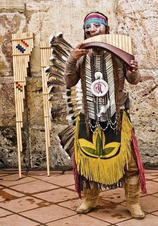 Cuenca en Equateur 27 mai des Indiens des Andes joue des instruments traditionnels le 27 mai 2011 Cu Banque d'images