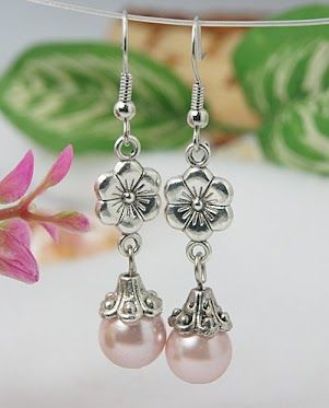 Fashion Glass Pearl Beads Earrings.