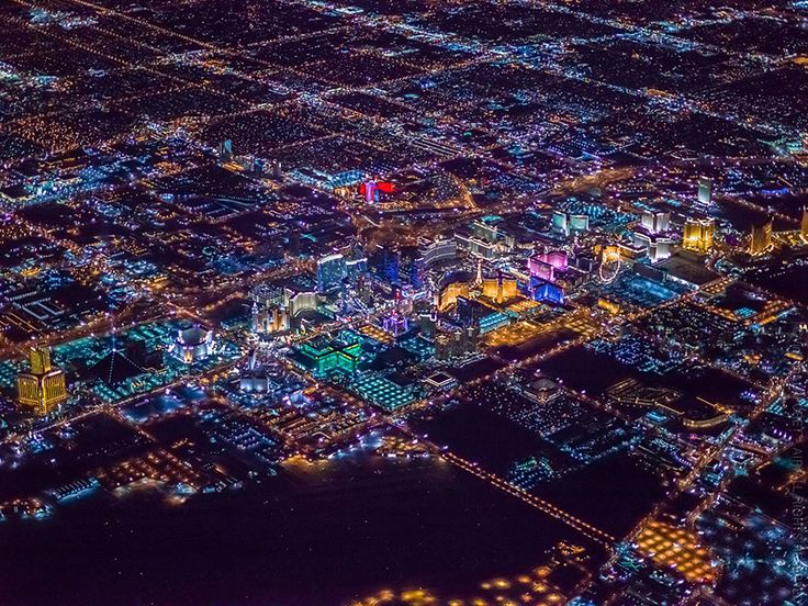 Magnificent photos of Las #Vegas seen of the sky. For more casino news follow us on Twitter : https://twitter.com/HCTrip