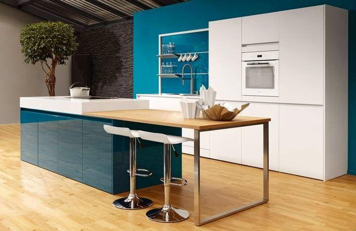 Tr s tendance le bleu canard est la couleur appr ci e par les clients en ce moment et beeck Cuisine blanche et bleu